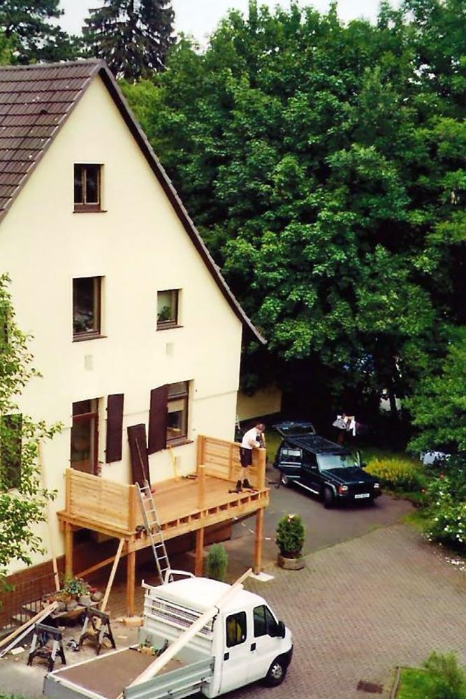 b Aufbau eines Holzbalkons 002