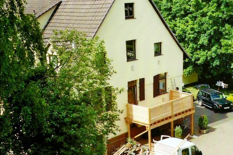 b Aufbau eines Holzbalkons 003