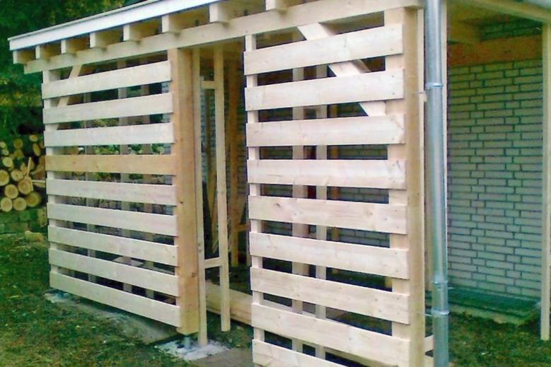 b Brennholzlagerschuppen 001